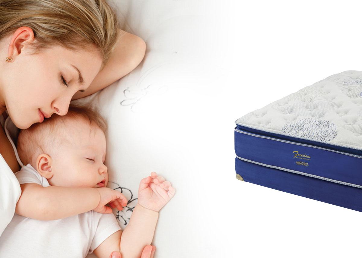 mujer y bebe durmiendo