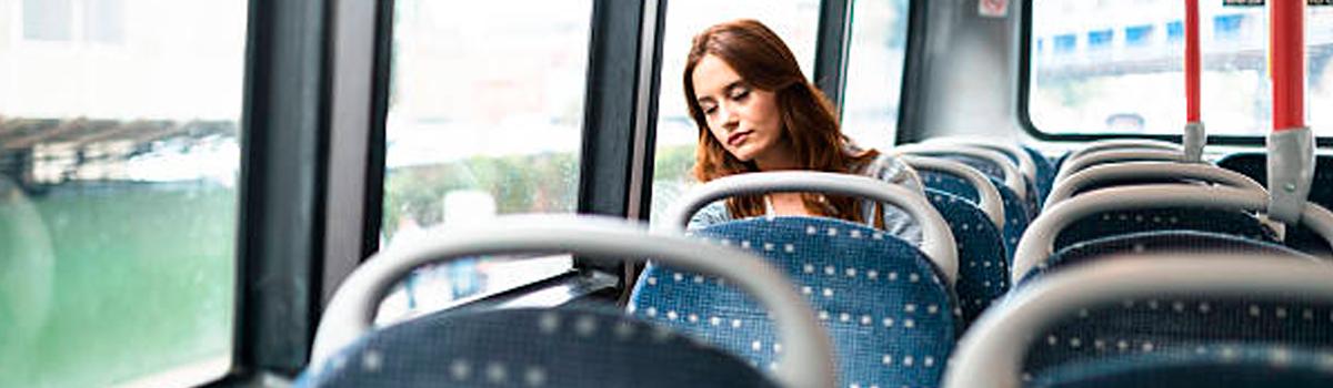 ¿Dormir en el transporte público?